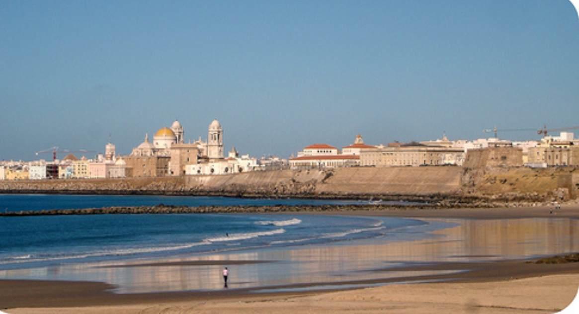 Un hombre resulta herido por una pelea en la playa de Santa María del Mar en Cádiz