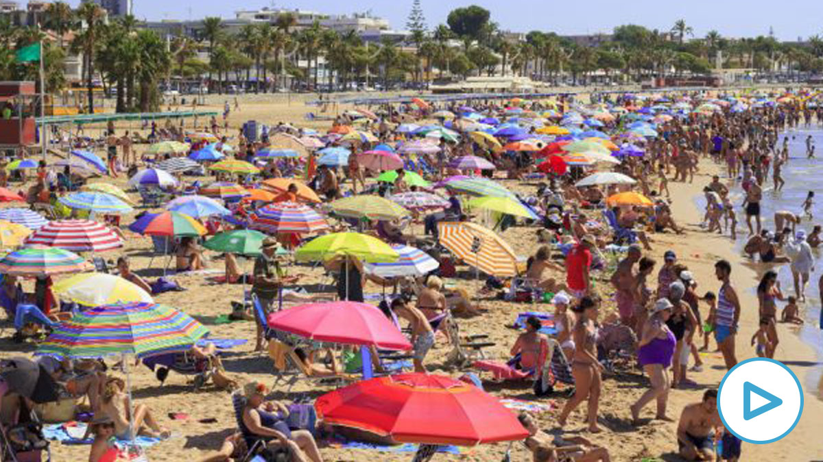 Turistas en una playa