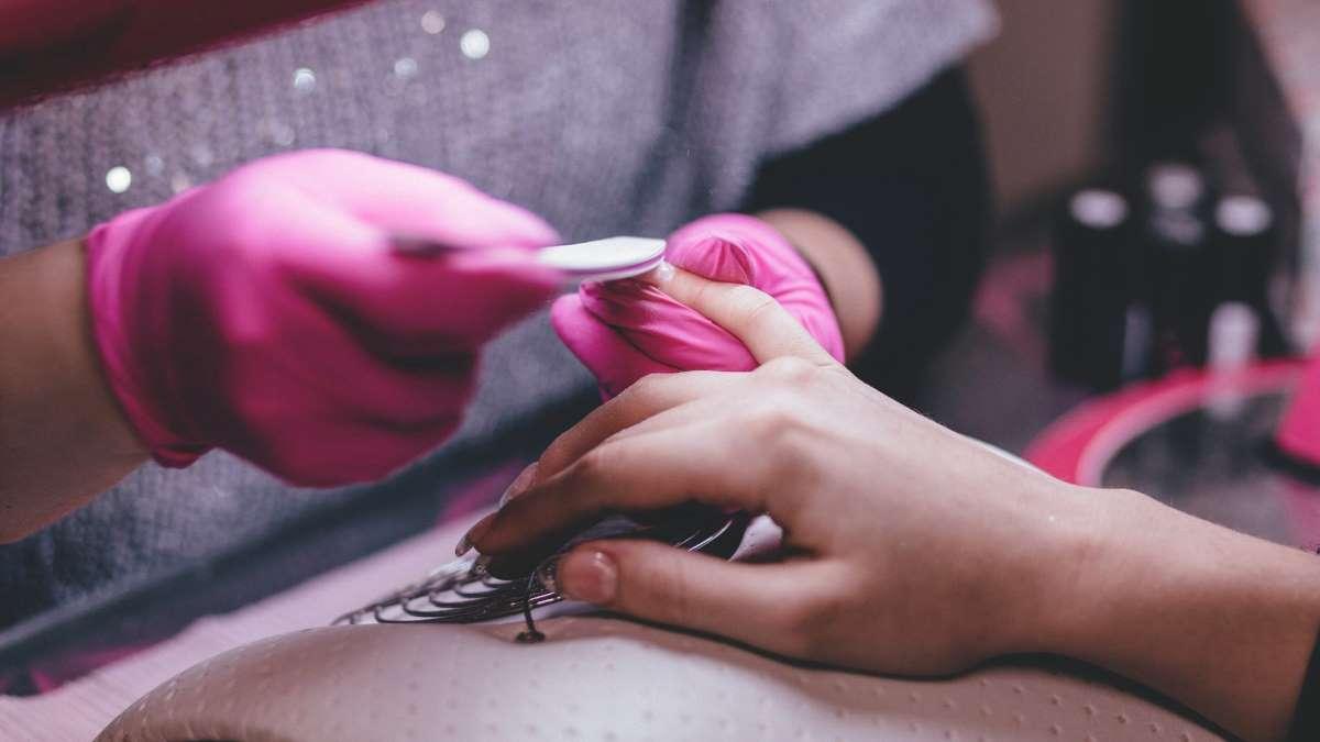 Hay productos que garantizan una mayor durabilidad a la manicura