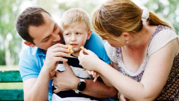 """Niños que no comen: ¿Cómo hacer que coman en vacaciones"""""""