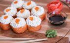 Receta de sushi fácil de salmón y queso Philadelphia