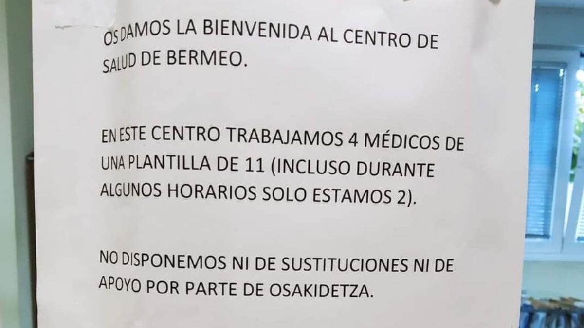 Twitter: El cartel viral de unos médicos desesperados en un centro de salud al borde del colapso