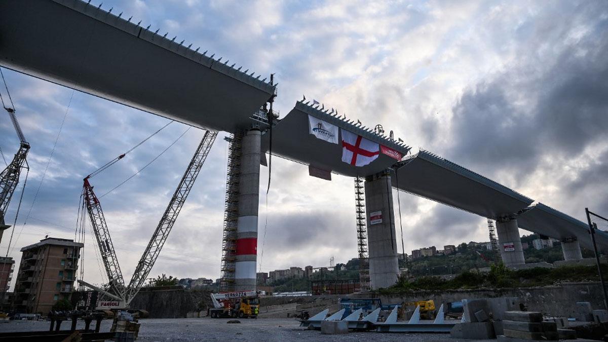 El nuevo puente Morandi de Génova en el lugar donde hace dos años se cayó el antiguo dejando 43 muertos. Foto: AFP