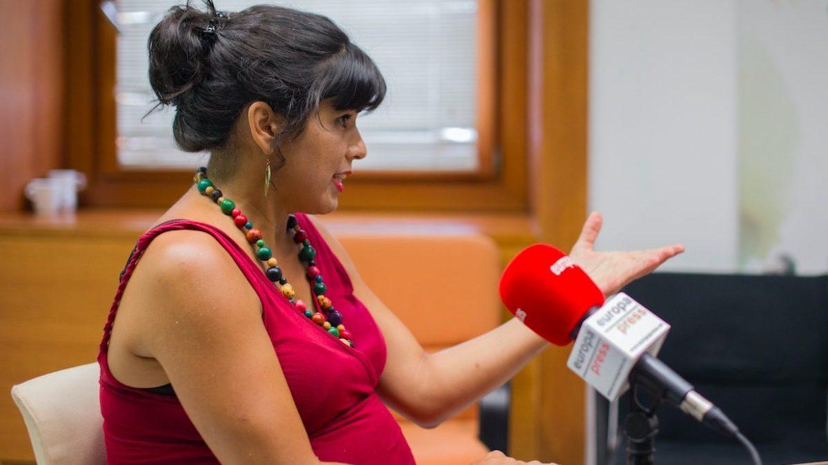 La vaguería de los de Teresa Rodríguez: llaman «malaje» a Vox por convocar a prensa un viernes por la tarde.