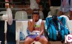 Una tenista la lía y regala su muñequera sudada en plena pandemia: la reacción del juez de silla lo dice todo