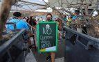Los vecinos de un pueblo canario montan barricadas para impedir la llegada de inmigrantes en cuarentena