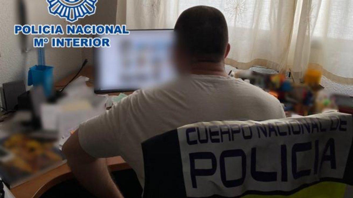 Un agente investiga el delito. (Foto: Policía Nacional)