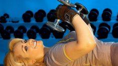 Prueba estos ejercicios para evitar la flacidez en los brazos