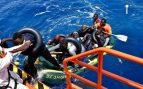 18 inmigrantes con Covid-19 y 20 en aislamiento se trasladan de San Roque a Granada