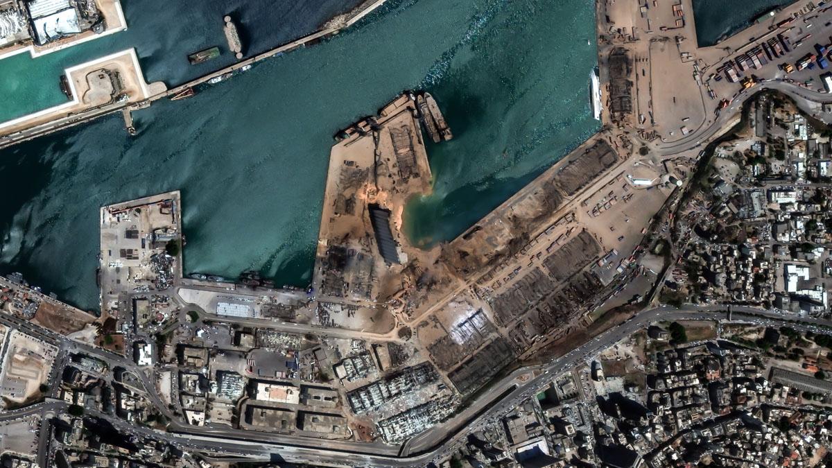 Vista aérea del puerto de Beirut devastado tras la terrible explosión que ha dejado más de un centenar de muertos y miles de heridos. Foto: EP
