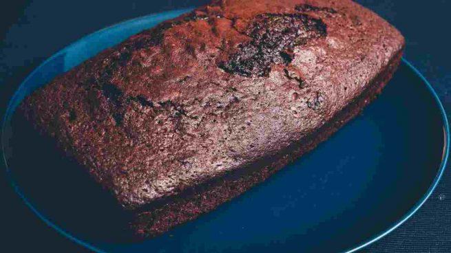 Bizcocho esponjoso y húmedo de chocolate