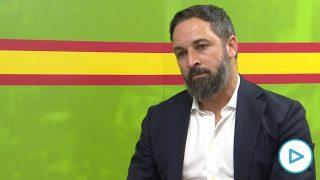 El presidente de Vox, Santiago Abascal, posa tras una entrevista con Europa Press en la sede del partido. Foto: EP