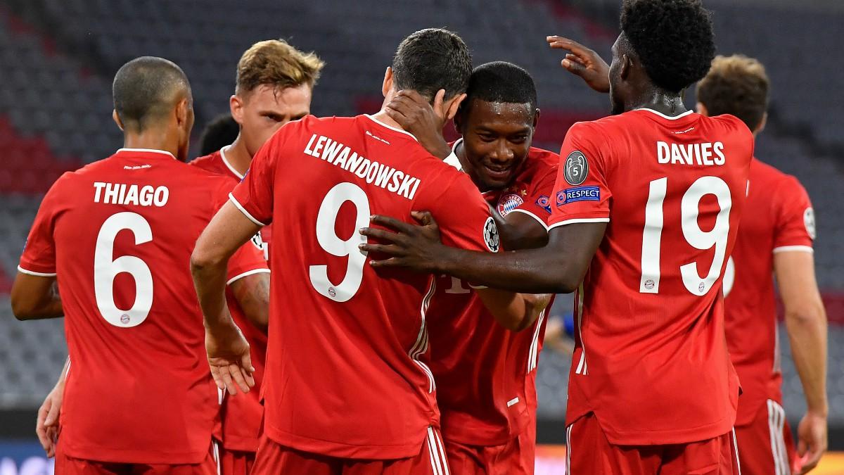 Los jugadores del Bayern celebran un gol de Lewandowski. (AFP)
