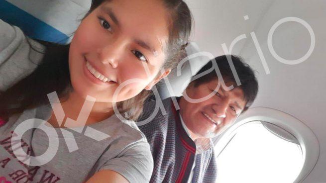 Evo Morales junto a su presunta pareja Noemí Meneses Chávez.