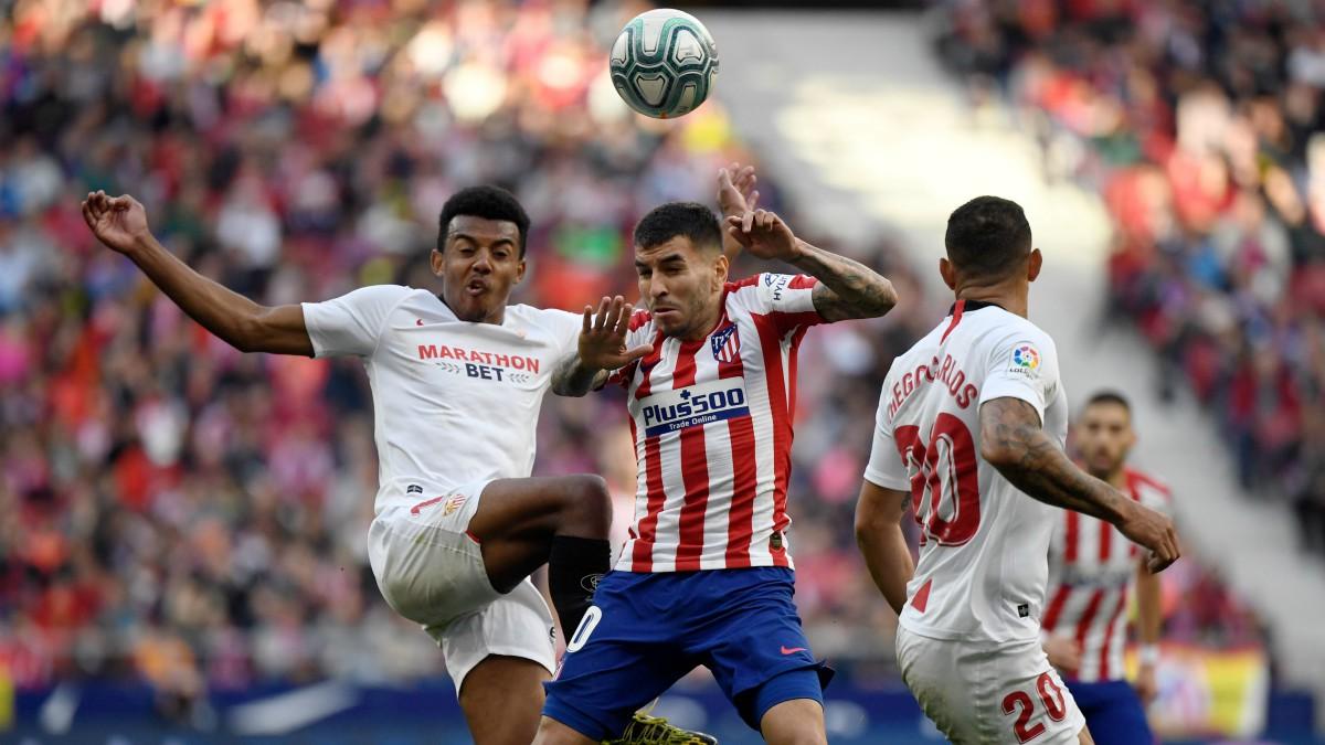 Jules Koundé durante un partido entre Atlético de Madrid y Sevilla. (Getty)