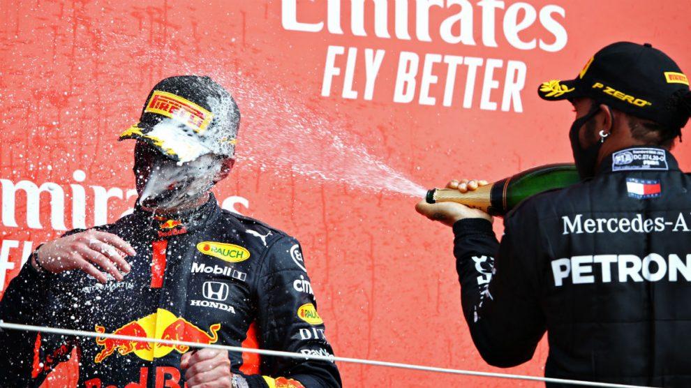 Max Verstappen, en el podium de Silverstone junto a Lewis Hamilton. (Getty)
