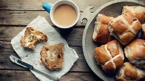Bollos de mantequilla y pasas fáciles de preparar