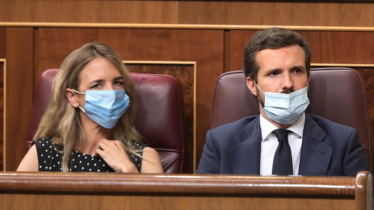La portavoz del Grupo Popular en el Congreso de los Diputados, Cayetana Álvarez de Toledo; y el presidente del Partido Popular, Pablo Casado, durante una sesión plenaria en el Congreso. (Ep)