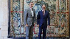 El Rey Felipe VI y el alcalde de Palma, José Hila. Foto: EP