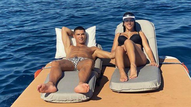 Georgina Rodríguez y Cristiano Ronaldo, en el barco.