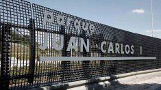 Letrero en la entrada al madrileño parque Juan Carlos I. Foto: EP