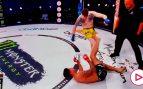 Un salvaje KO a base de patadas pocas veces visto: el árbitro, obligado a parar la pelea