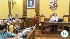 La grosería machista de un alcalde del PSOE: «Diga conmigo: no tengo ni puta idea de qué es un contrato».
