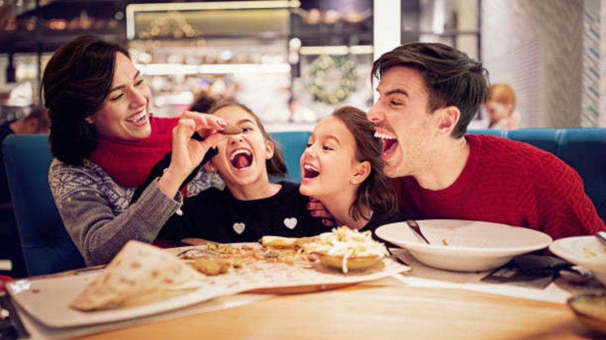 Las mejores maneras de mantener a los niños distraídos cuando vamos a un restaurante