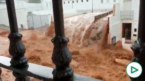 Fuertes trombas de agua han sembrado el caos en Sevilla.