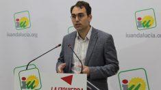 El coordinador general de IU Andalucía, Toni Valero, en rueda de prensa. Foto: EP