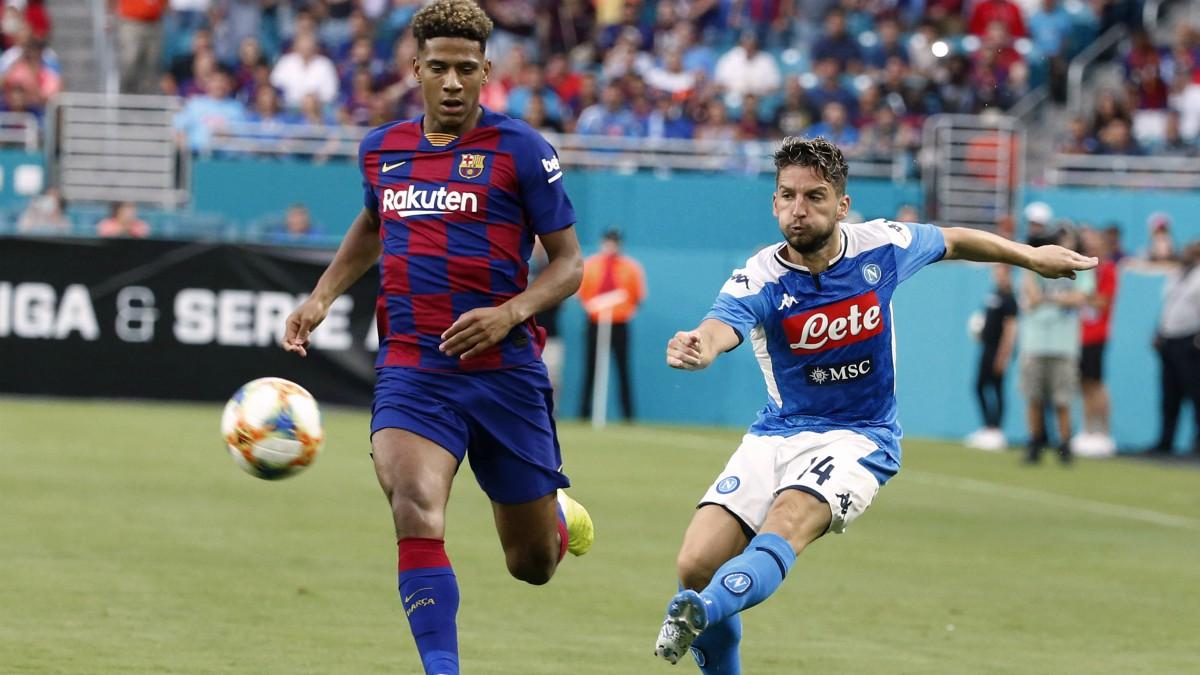 Todibo durante un partido con el Barcelona. (AFP)