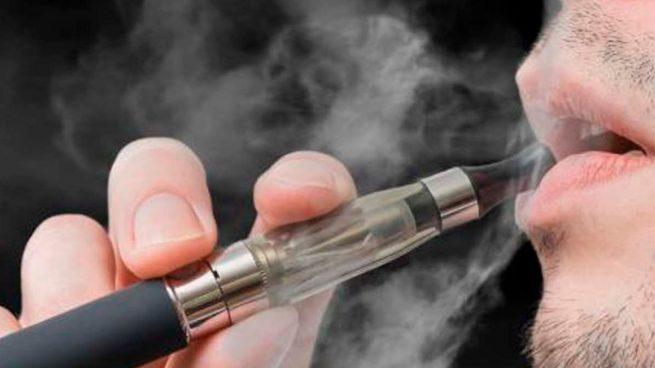 ¡Alerta! Los jóvenes que usan cigarrillos electrónicos tienen hasta siete veces más probabilidades de contraer el coronavirus