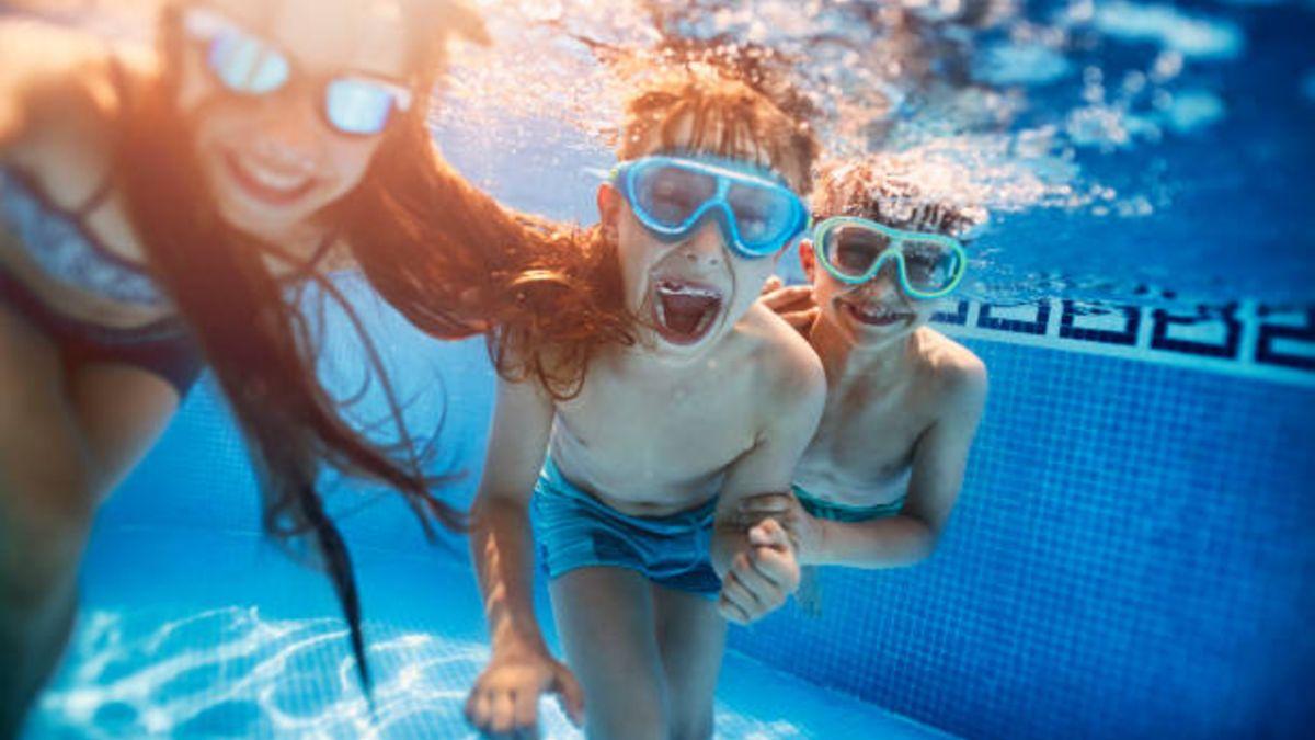 Descubre divertidos juegos que puedes jugar con los niños en la piscina
