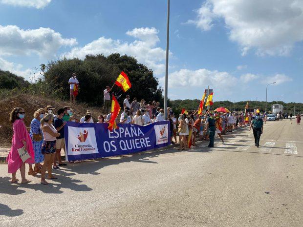 Los Reyes recibidos en Menorca entre salvas de «¡Viva el Rey!» y «¡España os quiere!»
