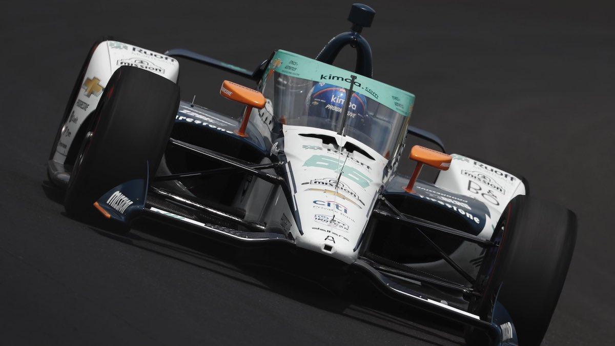 Fernando Alonso con su número 66 durante el primer día en Indianápolis (@IMS)