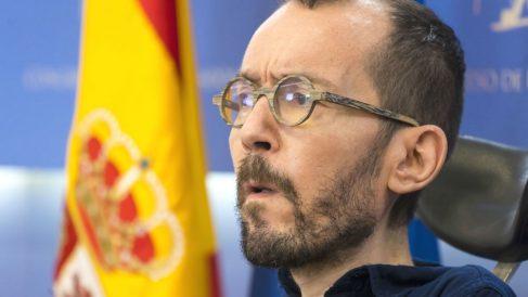 El portavoz de Podemos en el Congreso, Pablo Echenique, durante una rueda de prensa en la Cámara Baja. (Foto: Europa Press)