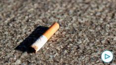 Una colilla de un cigarro en el suelo