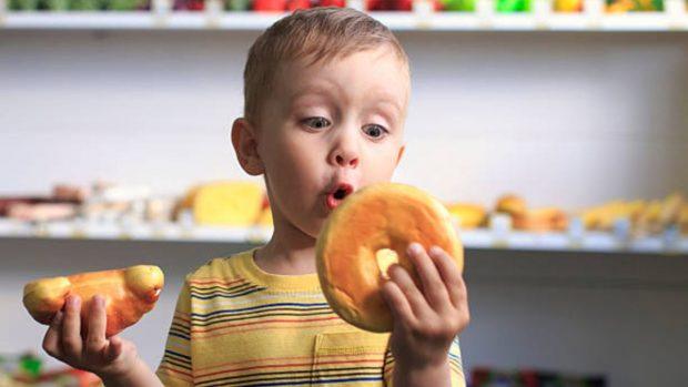 Alimentos prohibidos para los niños hasta los tres años