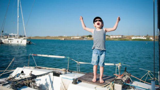 Cómo vestir a los niños en un barco