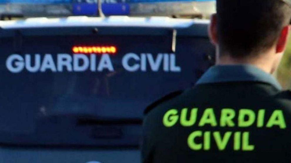 La Guardia Civil detiene en Chiclana a un expresidiario por intentar llevarse a una joven en su coche.