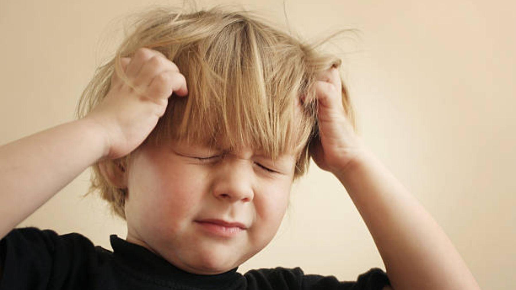 Descubre cómo tratar la caspa en los niños