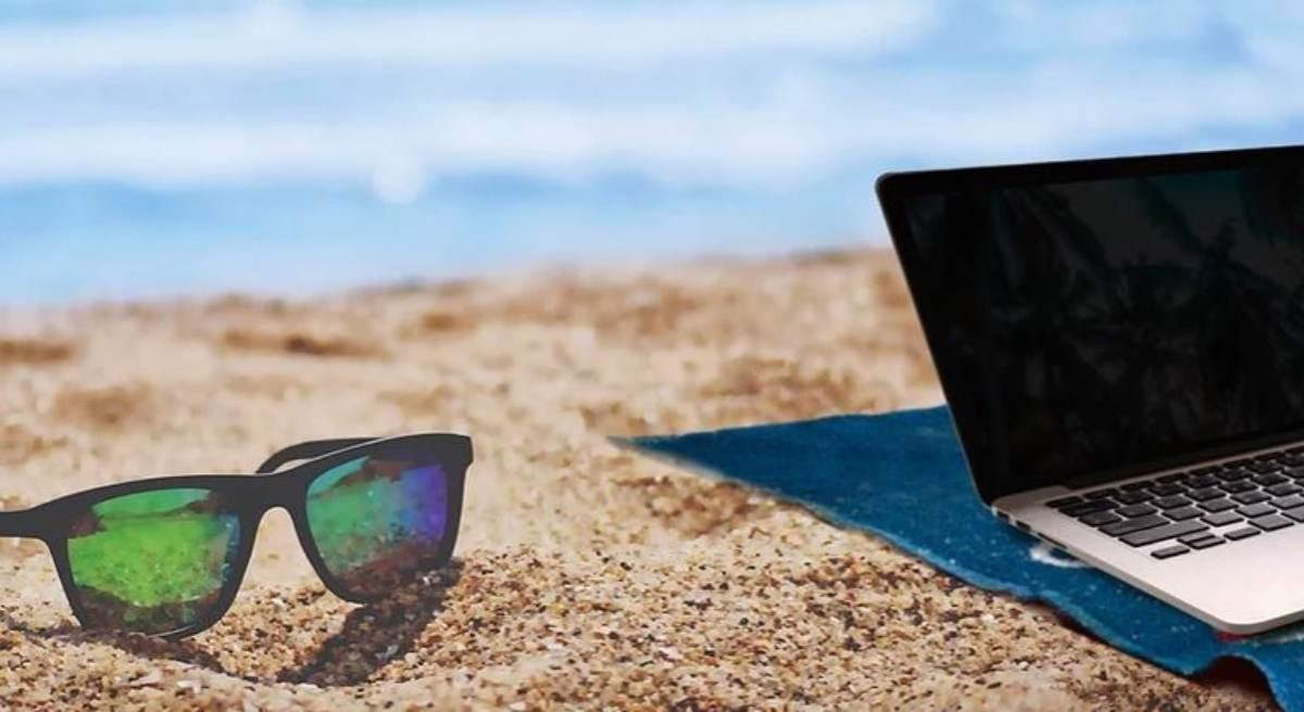 El 44,3% de los empleados está pendiente del móvil o portátil profesional en vacaciones