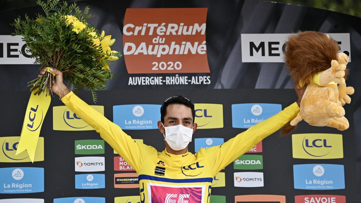 Daniel Martínez, en el podio del Dauphiné. (AFP)