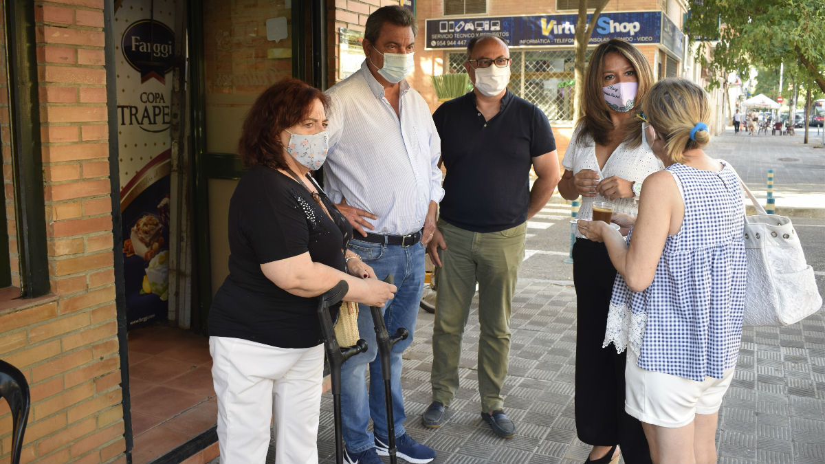 Visita de ediles del PP a Pino Montano (Foto: Europa Press).