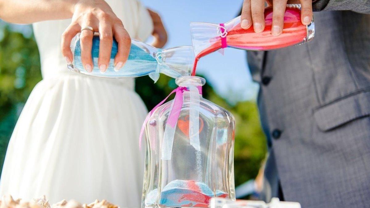 La arena puede protagonizar un bonito momento en la boda
