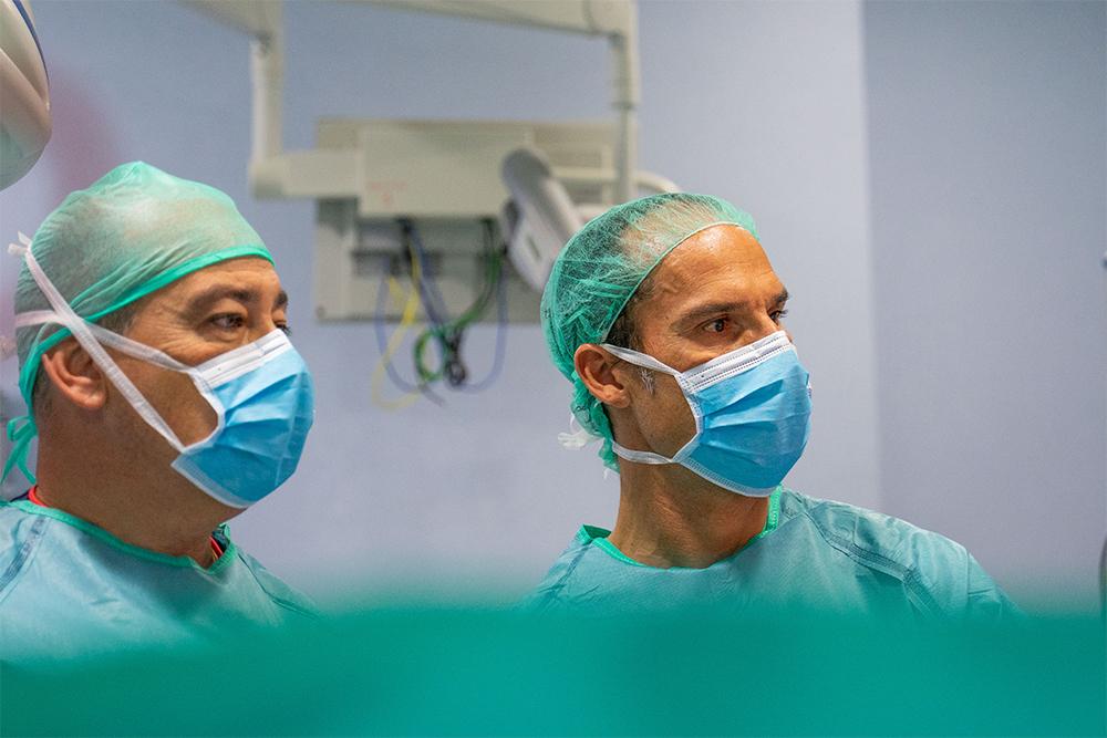 El doctor César Ramírez y el doctor Javier Moreno. @Quirón
