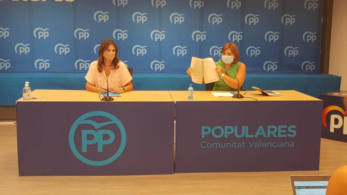 La presidenta del PP de la Comunidad Valenciana, Isabel Bonig (dcha.) junto a la portavoz de Eduación en las Corts, Beatriz Gascó. (PPCV)