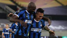 Lukaku y Lautaro celebran un gol en la Europa League (AFP).