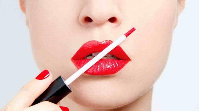 pintarse los labios para no manchar la mascarilla