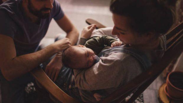 mecer al bebé